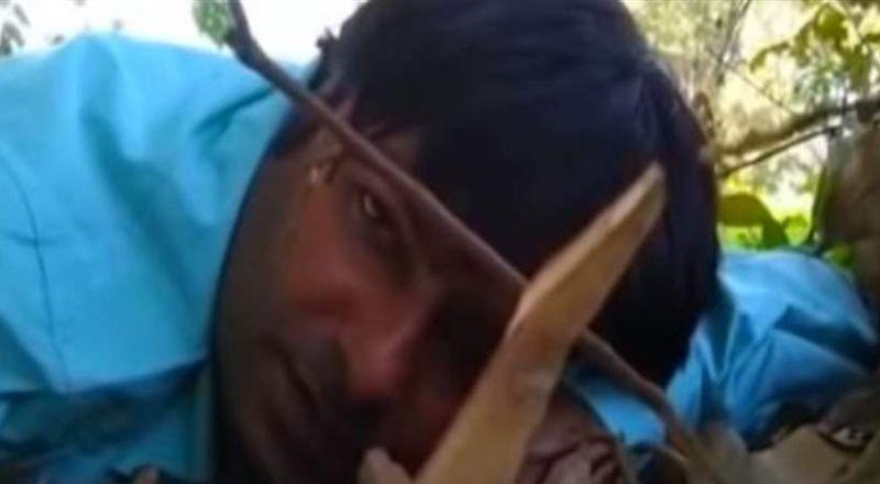 مشهد يدمي القلوب: صحافي يصارع الموت.. ويرسل رساله لامه!