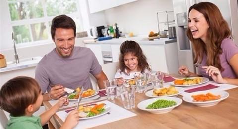 كيف تشجع طفلك على تناول الخضروات؟