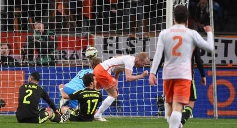 هولندا تهزم اسبانيا بثنائية وانجلترا ترفض السقوط في كمين ايطاليا