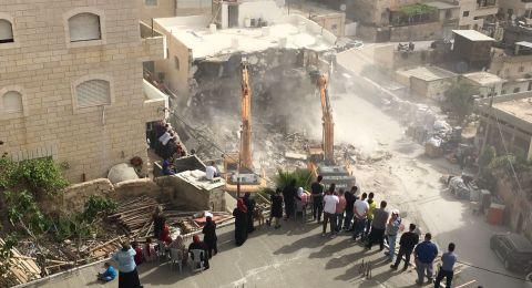 القدس : السُلطات الإسرائيلية تهدم بناية في العيسوية
