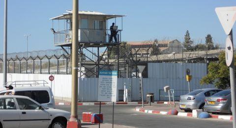 اسير مقدسي يقوم بمهاجمة سجان في سجن في الجنوب
