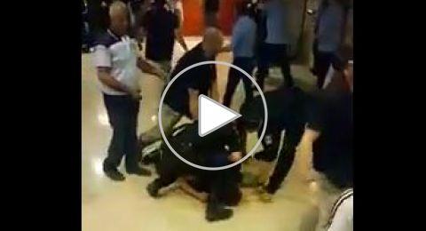 فيديو: شجار بين مواطنين من كفر كنا ورجال الأمن بمستشفى رامبام
