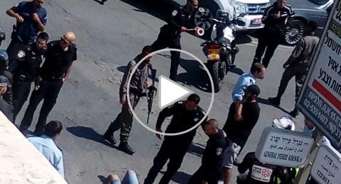 على خلفية جنائية: طعن شخص في القدس وتحييد المنفذ من قبل شرطي