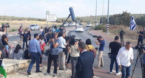 الاحتلال يطارد الصحفيين أثناء تواجدهم على معبر جبارة لتغطية لحظة الإفراج عن التميمي
