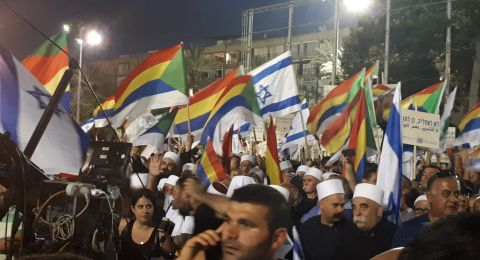 الآلاف في ساحة رابين منددين بقانون القومية