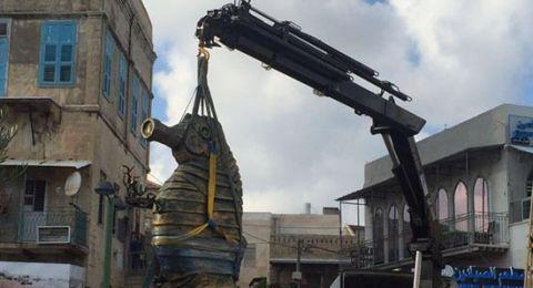 عكا: الميناء وتمثال فرس البحر من اعمال الفنان العكي وليد قشاش