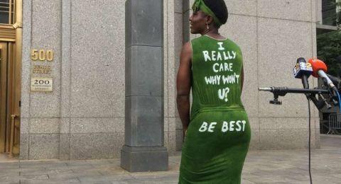 متسلقة تمثال الحرية توجه رسالة لميلانيا ترامب على فستانها!