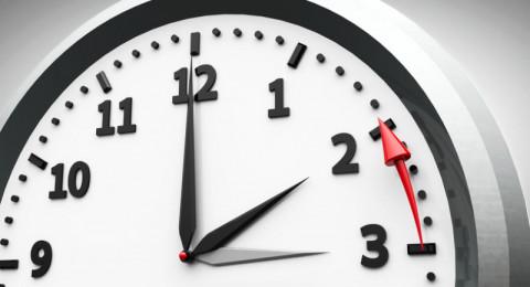 هل أخرتم عقارب الساعة اليوم؟ بدء التوقيت الشتوي