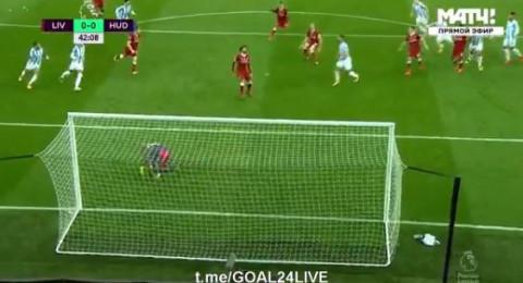 ليفربول يفوز بثلاثية نظيفة رغم إهدار صلاح لركلة جزاء