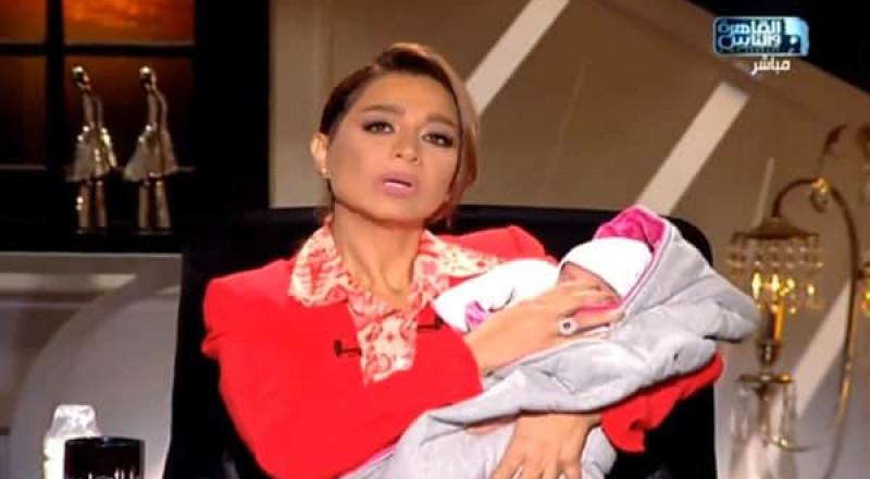 مذيعة مصرية تفاجئ مشاهديها بشراء رضيعة من الانترنت
