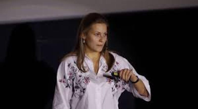 تعرف على منافسة بوتين: ممثلة افلام اباحية!!