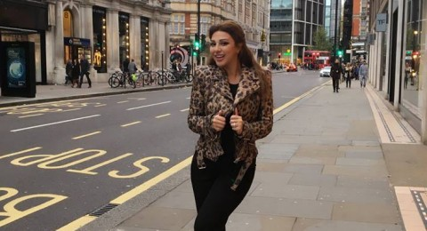 ميريام تحتفل بعيد الشكر في لندن بـلوك حمل أنيق