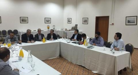لجنة المتابعة تطلع وفد جنوب أفريقيا على أوضاع الجماهير العربية