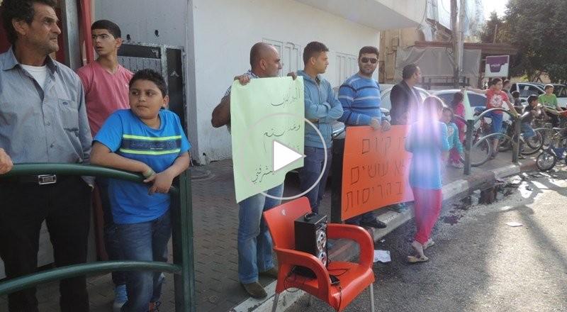 قلنسوة تتظاهر ضد هدم البيوت : نريد دعم الجماهير