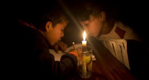 التعليم في غزة : انقطاع الكهرباء يؤثر سلبًا على الاستعداد للامتحانات