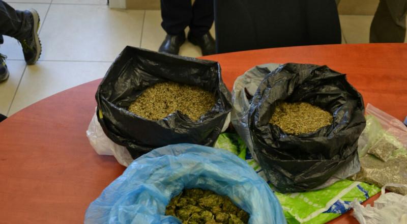 بالصور: ضبط كمية مخدرات كبيرة في عرعرة واعتقال شقيقين