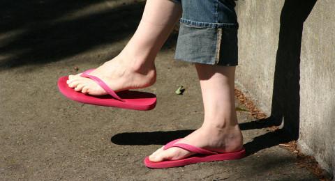 تجنّبوا ارتداء الـ Flip-flop لهذه الأسباب الصحيّة!