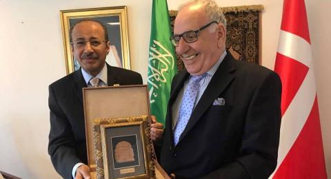 السفير السعودي في الدنمارك يكرّم النصراوي مروان زعبي
