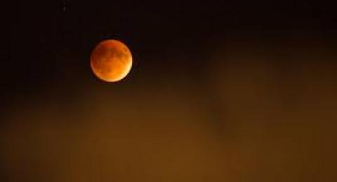 خسوف جزئي للقمر في سماءالللاد الاثنين المقبل