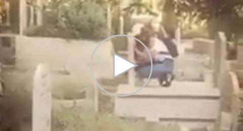 سخطٌ في الناصرة بعد انتشار فيديو لفتاة تقوم بأعمال صبيانية في مقبرة!