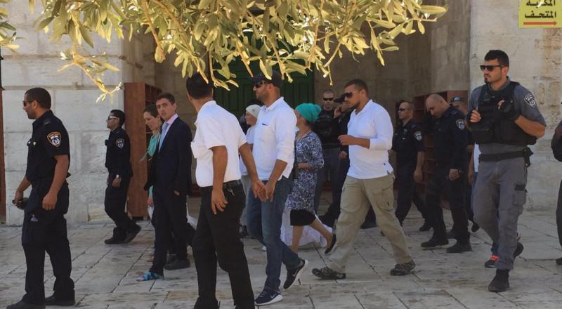 القدس: مستوطنون يقتحمون باحات الاقصى