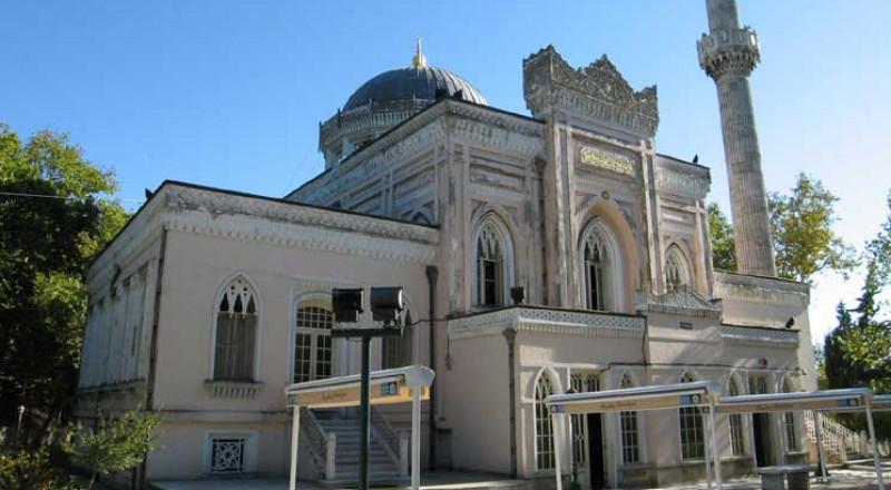 مسجد حميدية التركي.. وكأنك تصلي في حديقة من حدائق الجنة