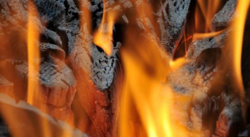 فنانة قديرة تنجو من الموت حرقًا