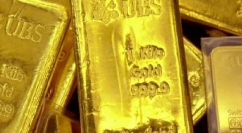 الذهب متماسك قرب أعلى مستوى