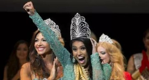 بالصور:فرحة فوز ملكة جمال الكون لعام 2015