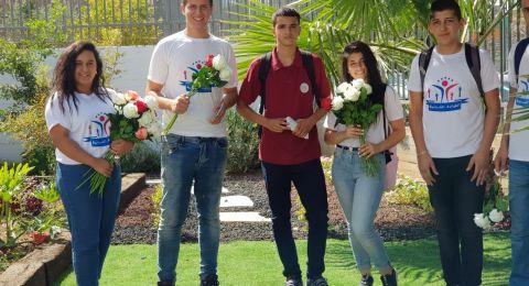 شعب: القيادة الشابّة توزّع الورود على المعلّمين بمناسبة يوم المعلّم