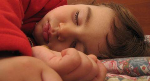 أفضل الطرق لمساعدة طفلك على النّوم باكراً!