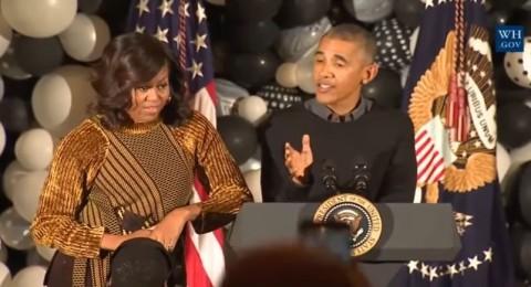 أوباما يقلّد مايكل جاكسون في الهالوين ويراقص الأطفال