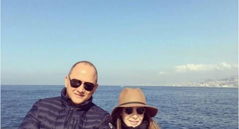 نانسي عجرم على الغداء مع زوجها وأصدقائها في وسط البحر