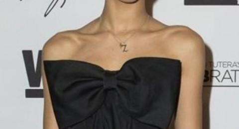 المغنية زيندايا تختار فستان المصمم السعودي محمد آشي خلال إطلاق مجموعتها للأحذية