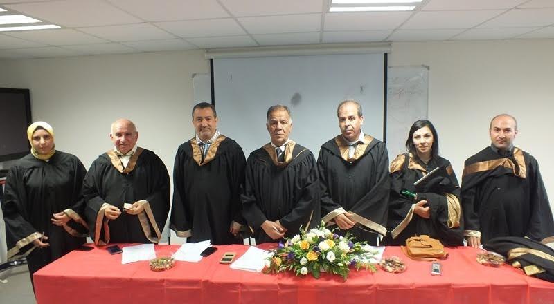 كوكبة جديدة من خريجي جامعة القدس المفتوحة المنبعثين من كلية غرناطة يناقشون مشاريع تخرجهم