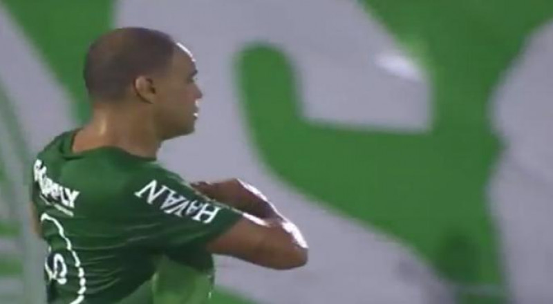 العشق كاد يودي بأغلى لاعب سابق في العالم!
