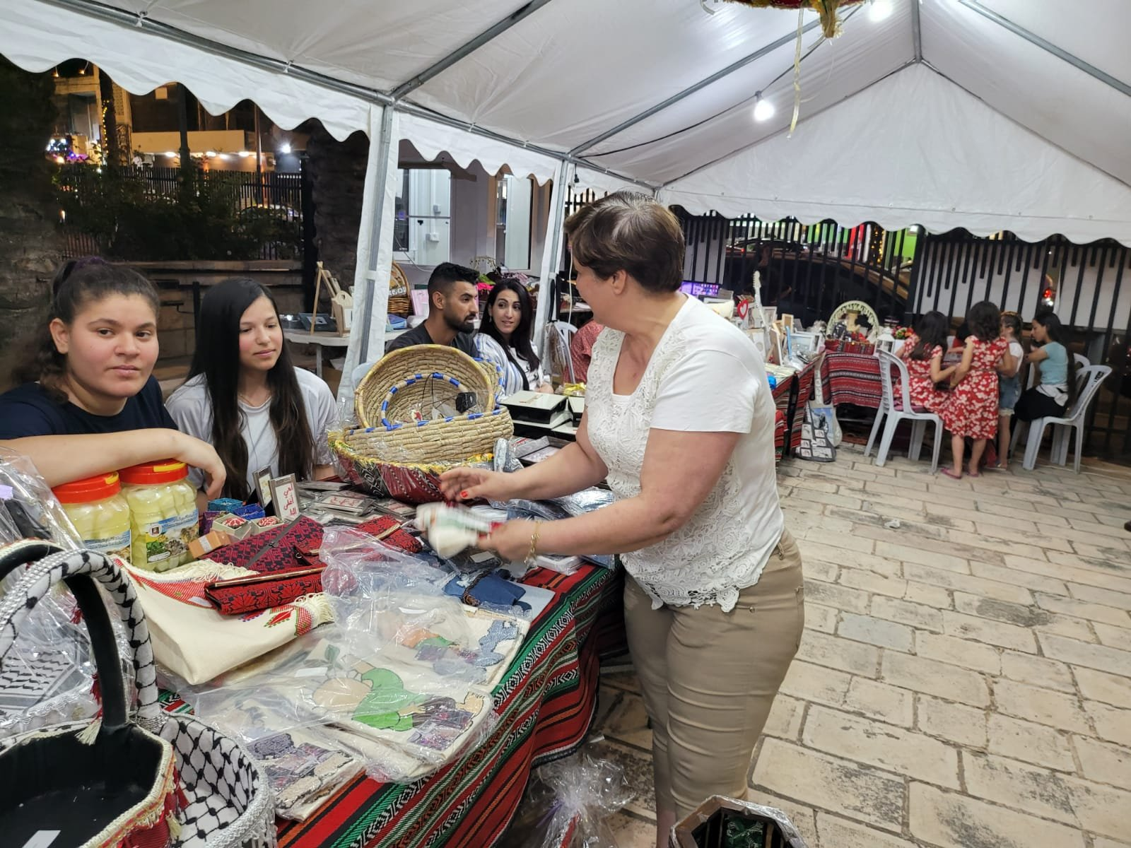 """بحضور المئات، افتتاح رمضان """"ماركت"""" في الطيرة للعام الثامن على التوالي!-7"""
