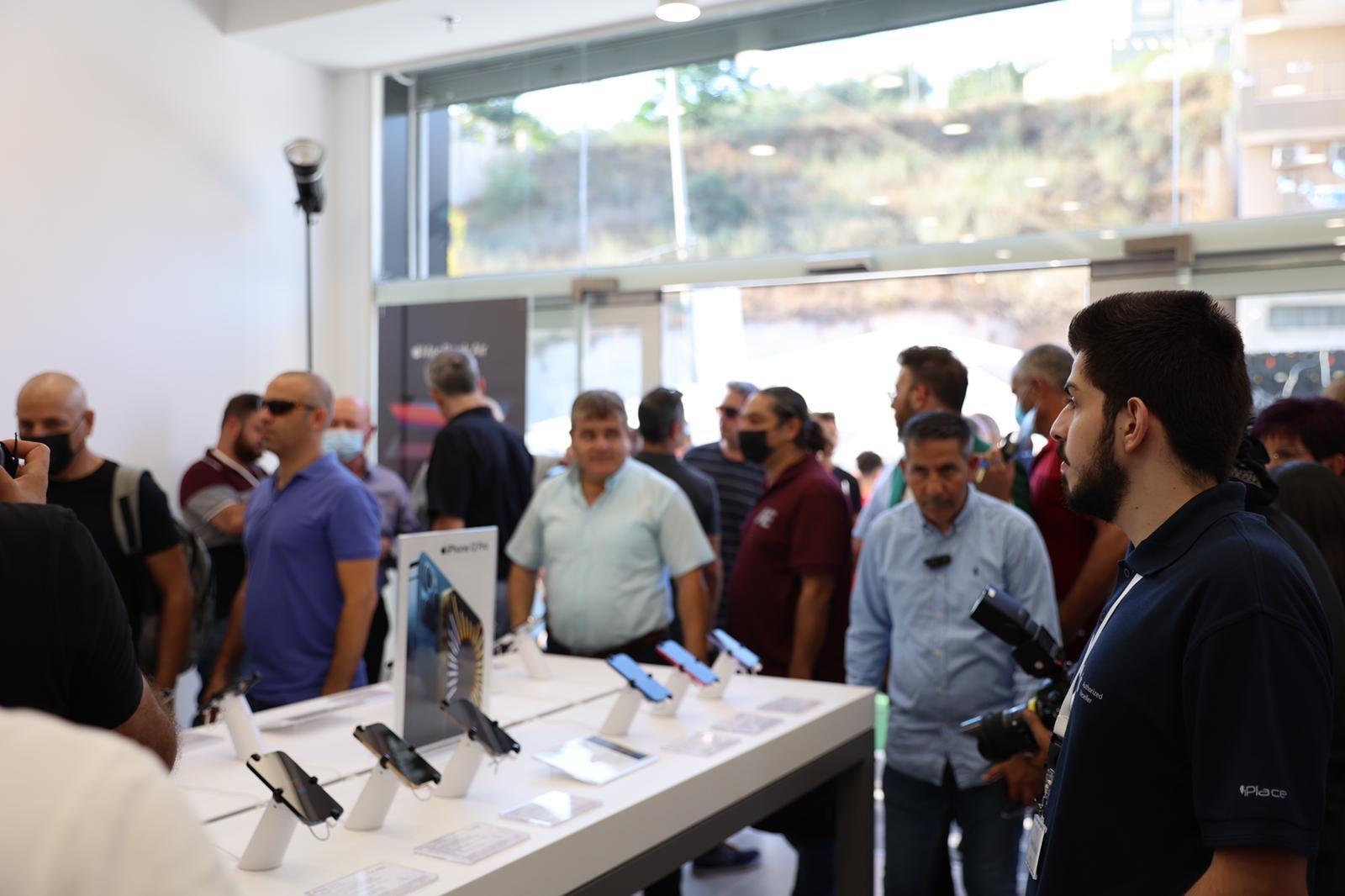 """شفاعمرو تشهد إطلاق أول فروع شبكة iPlace المسوق الرسمي الجديد لمنتجات """"أبل""""-12"""
