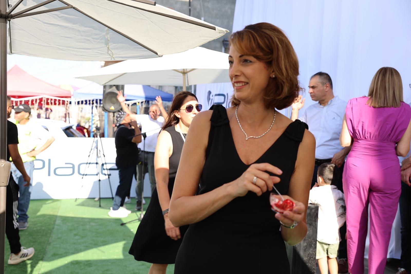 """شفاعمرو تشهد إطلاق أول فروع شبكة iPlace المسوق الرسمي الجديد لمنتجات """"أبل""""-17"""