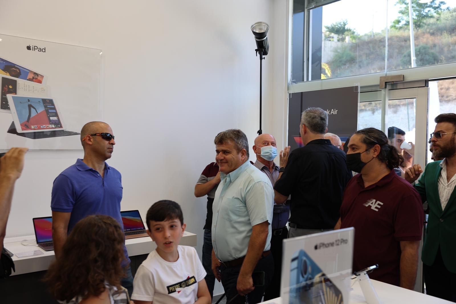 """شفاعمرو تشهد إطلاق أول فروع شبكة iPlace المسوق الرسمي الجديد لمنتجات """"أبل""""-18"""