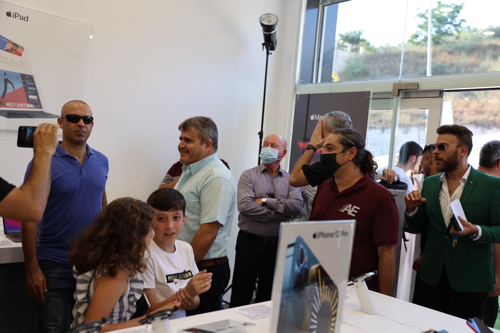 """شفاعمرو تشهد إطلاق أول فروع شبكة iPlace المسوق الرسمي الجديد لمنتجات """"أبل""""-19"""
