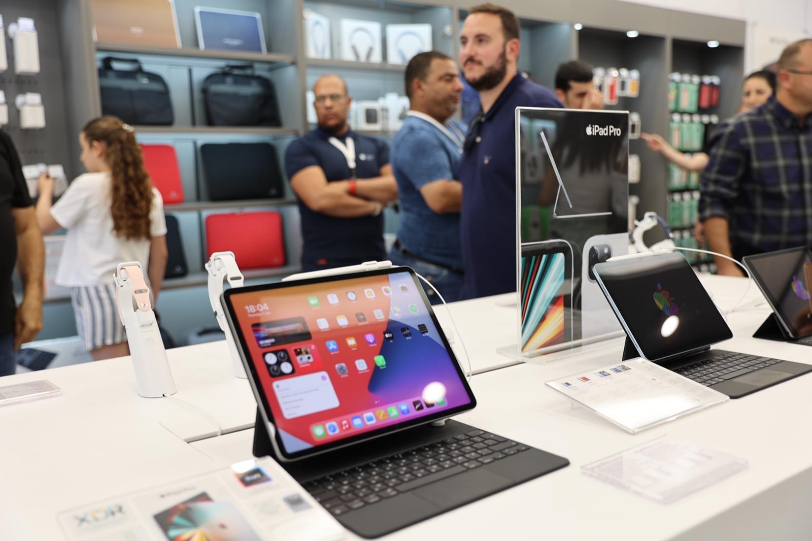 """شفاعمرو تشهد إطلاق أول فروع شبكة iPlace المسوق الرسمي الجديد لمنتجات """"أبل""""-21"""