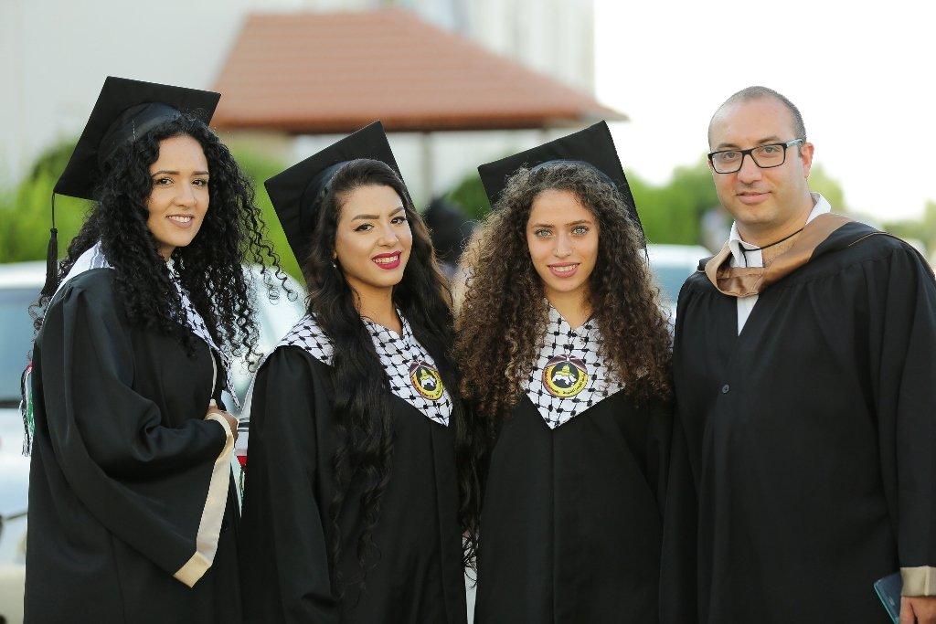 كلية غرناطة تحتفل بتخريج الفوج الرابع من طلابها الملتحقين بجامعة القدس المفتوحة