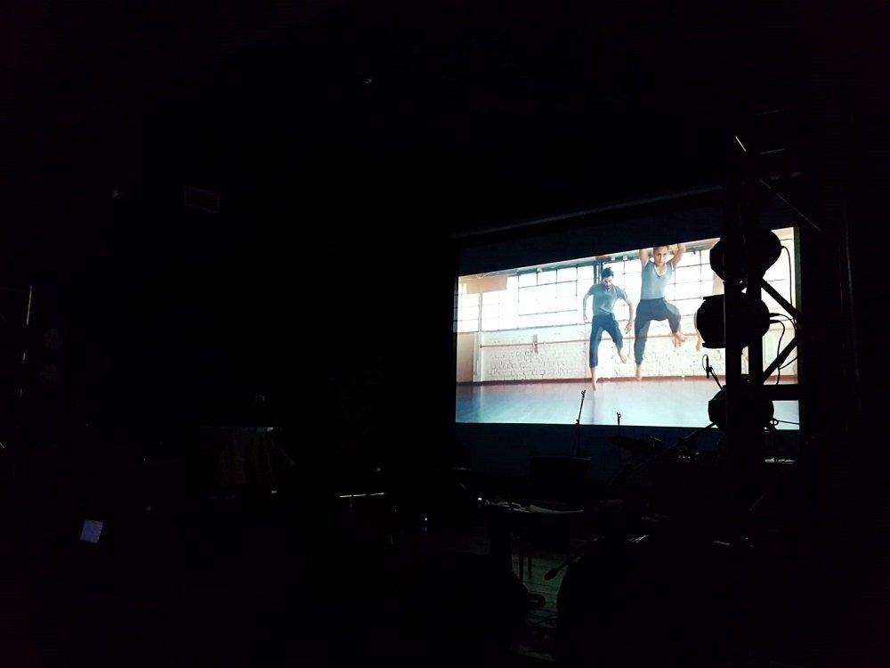 في إطار منصات البايس: النجم اياد طنوس يتألق في عرض في جولس بحضور المئات