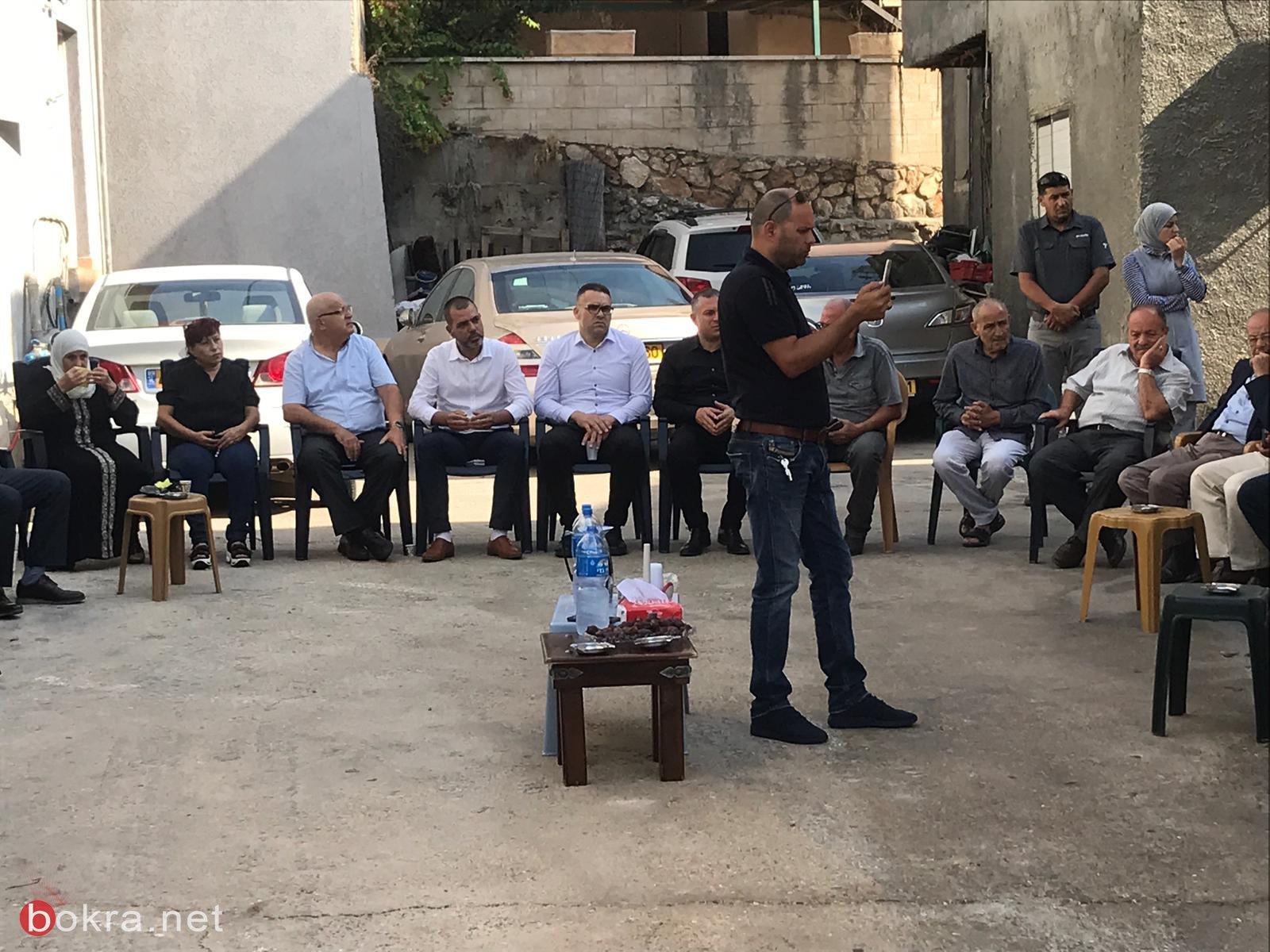 سخنين: اللجنة الشعبية والبلدية في زيارة لعوائل شهداء هبة اقدس والاقصى ووضع الاكاليل على الاضرحة