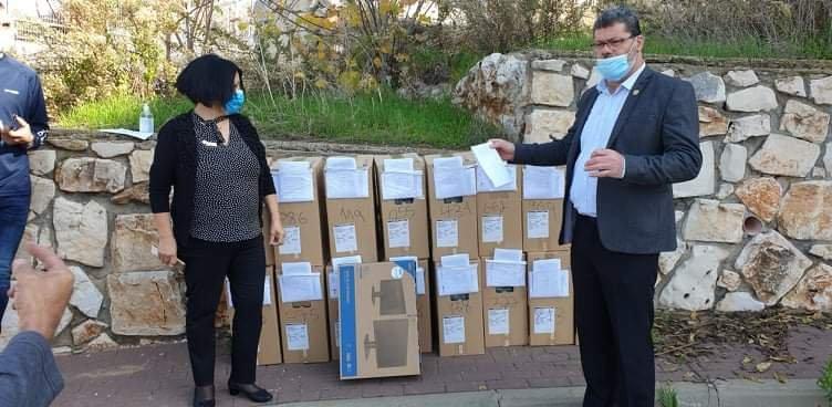 توزيع حواسيب في بلدية الناصرة-0