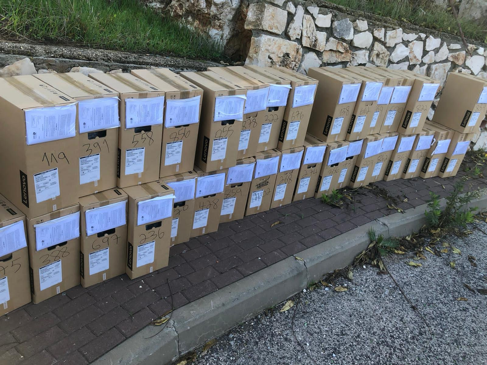 توزيع حواسيب في بلدية الناصرة-6