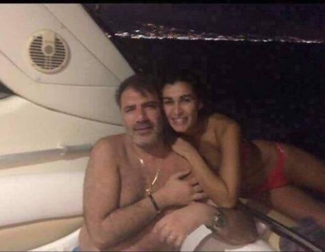 زوجة الطبيب الذي انتشرت صوره الحميمة مع نادين الراسي تعقب