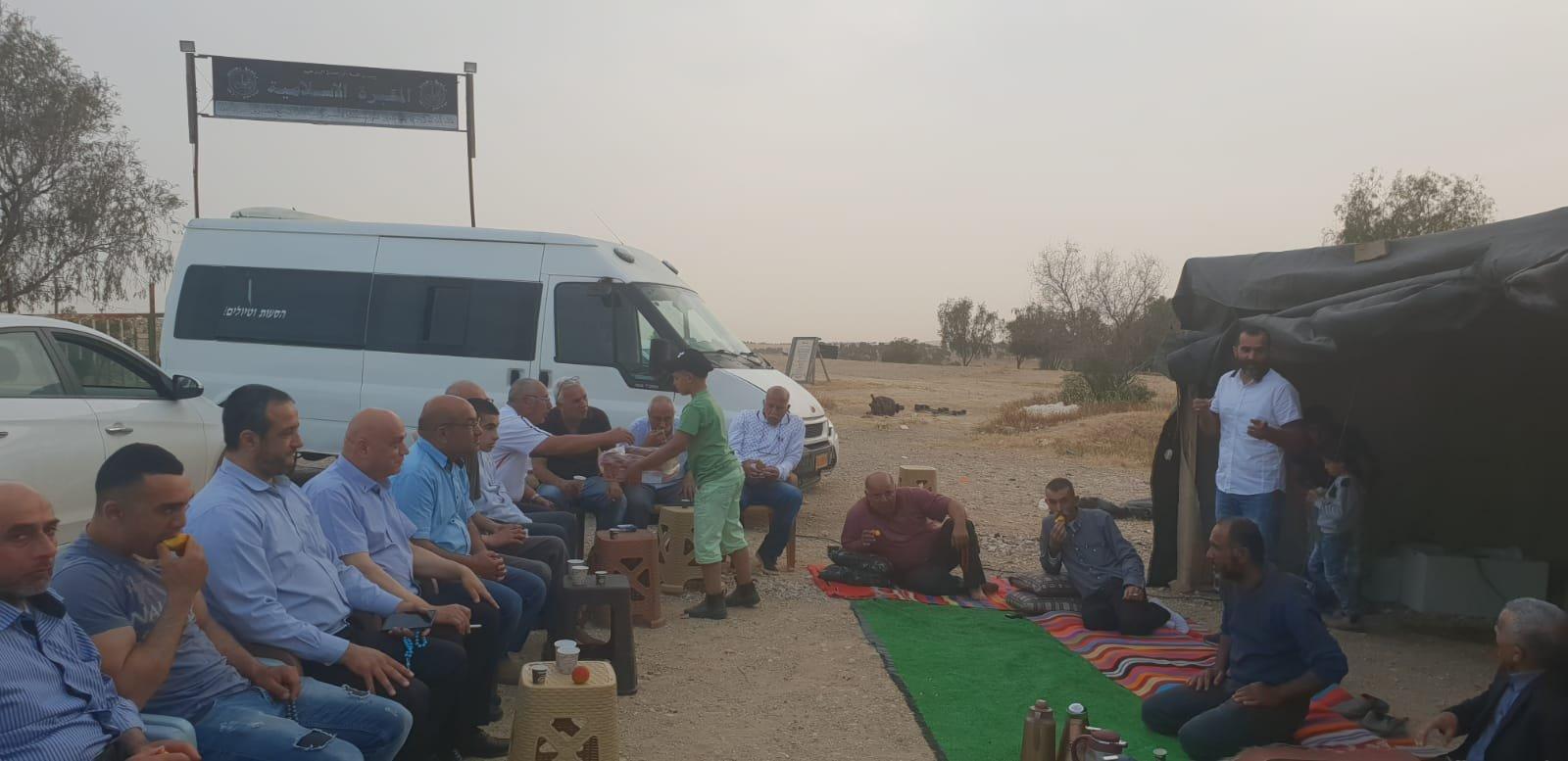 النائب عيساوي فريج يوقد شعلة الحرية لشيخ العراقيب ويدعو لتكثيف زيارة الأطفال الى القرية