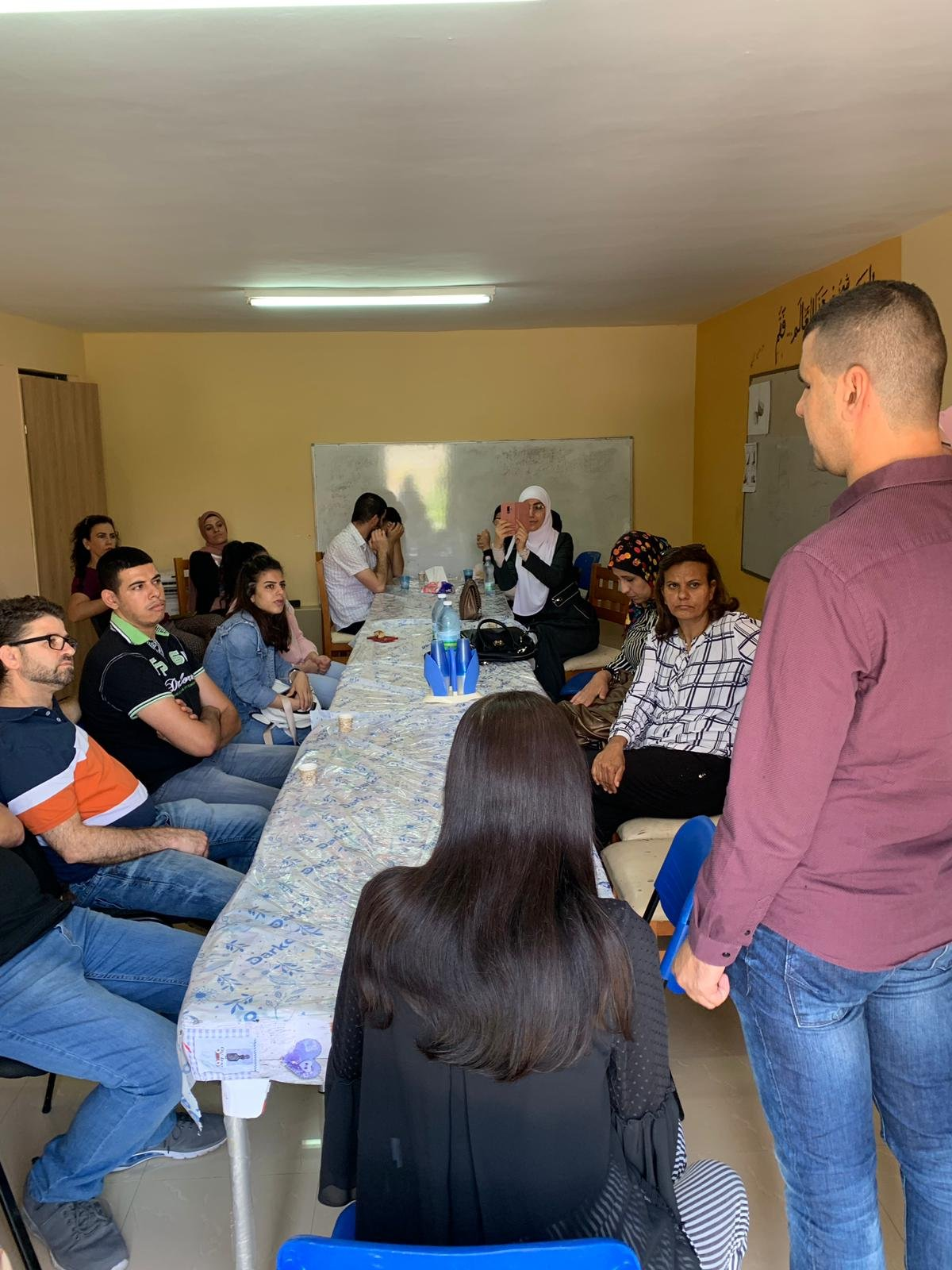 جمعية يد بيد للمكفوفين في قرية المشهد والمشروع الطلائعي بعنوان القيادة في عصر التكنولوجيا.